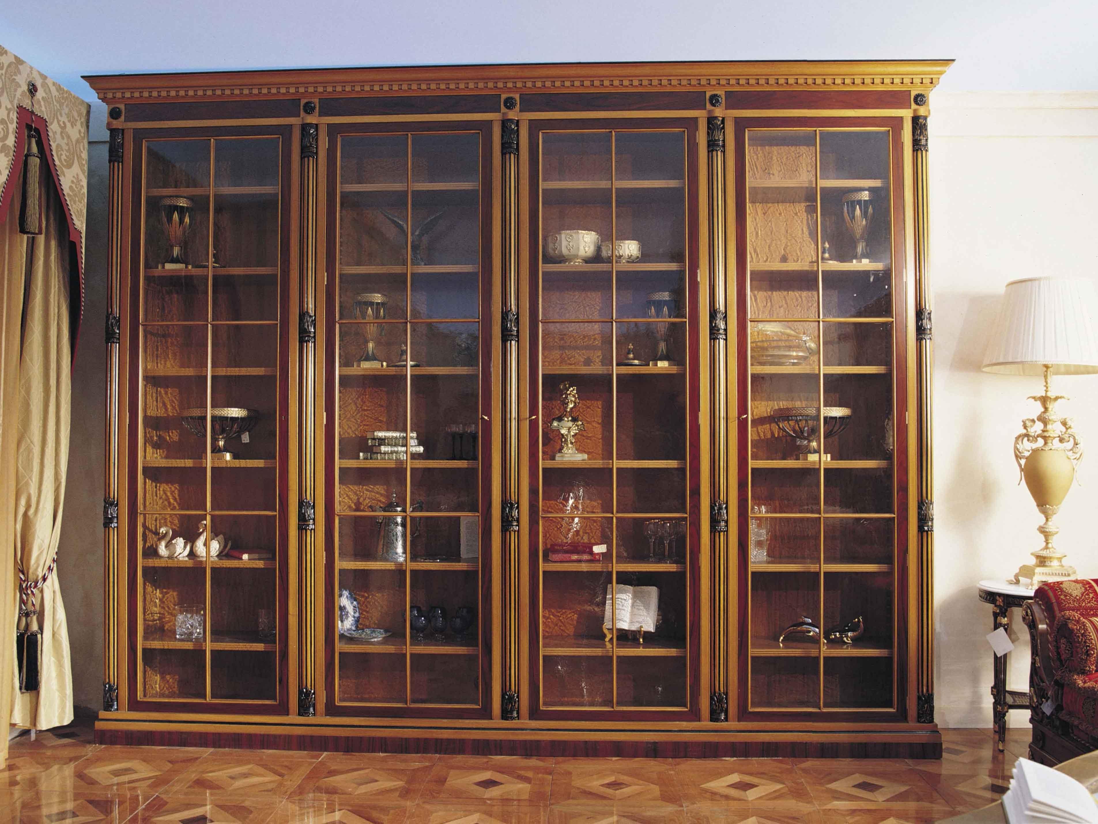 Книжный шкаф со стеклянными дверцами, преимущества и недоста.
